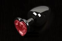 Небольшая графитовая пробочка с малиновым кристаллом-сердечком