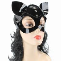 Черная лакированная маска кошки