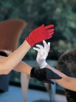 Коротенькие черные перчатки